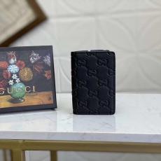 GUCCI 世界中で大人気 グッチ メンズ 牛革 黒色 二つ折財布 カードポケット コインケース 良品 G145789レプリカ財布 代引き工場直営店