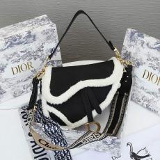 レディース ショルダーバッグ トートバッグ 斜めがけ サドルバッグ 6777 4色 ディオール Dior ラムズウール 話題の新作  大人気レプリカ激安代引き対応