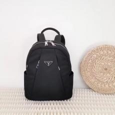 プラダ バックパック レディース PRADA 大注目 黒色 ファッション 高評価本当に届くスーパーコピー 口コミ後払い工場直営店