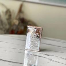 安心の国内発送 ルイヴィトン 短財布 二つ折財布 カードポケット 反射効果 M80805  LOUIS VUITTON 新作限定!ブランドコピー 代引き届く